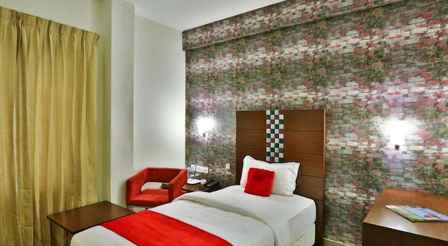 Hotel Vels Grand Inn - コーヤンブットゥール - 寝室