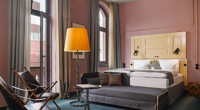 25hours Hotel Altes Hafenamt - ハンブルク - 寝室