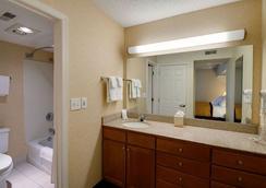 Hawthorn Suites by Wyndham Airport Columbus East - コロンバス - 浴室