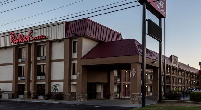 Red Roof Inn & Suites Pigeon Forge - Parkway - ピジョン・フォージ - 建物
