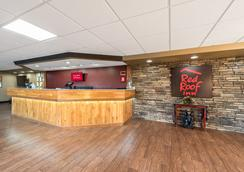 Red Roof Inn & Suites Pigeon Forge - Parkway - ピジョン・フォージ - ロビー