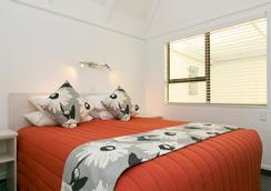 ゲイブルズ レイクフロント モーテル - タウポ - 寝室