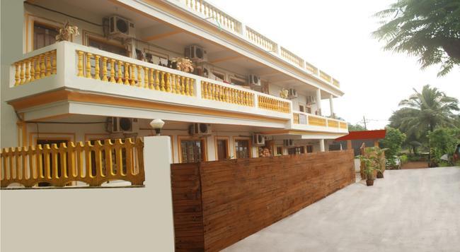 Sea Shore Beach Resort - カラングート - 建物