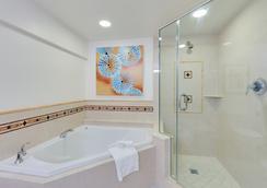 ネイプルズ グランデ ビーチ リゾート - ネープルズ - 浴室