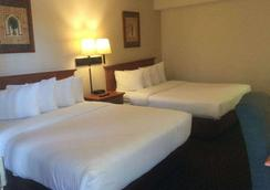 Baymont Inn & Suites Palm Springs - Palm Springs - 寝室