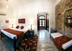 Neemrana's - Deo Bagh - Gwalior - 寝室