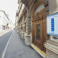 ヌオボ アルベルゴ セントロ Hotel Entrance