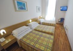 ヌオボ アルベルゴ セントロ - トリエステ - 寝室