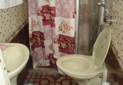 ネイサンズ ホリデー ホーム, プライベート ヴィラ - コチ - 浴室