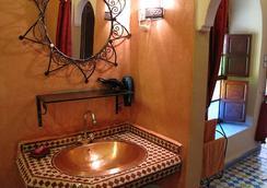 リヤド ダール タミリル - マラケシュ - 浴室