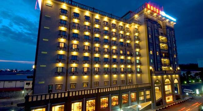 Harbourbay Amir Hotel - Batam - 建物
