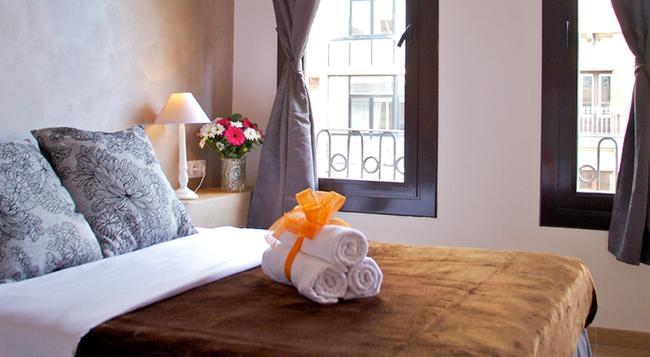 オスタル コルキダ - バルセロナ - 寝室