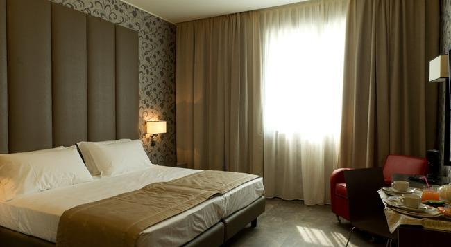 クリマ ホテル ミラノ フィエレ - ミラノ - 寝室