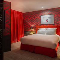 オテル ラ パリジエンヌ バイ エレガンシア Glamorous red CAPRICIEUSE room