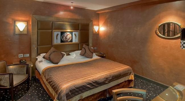 ホテル デ シャンゼリゼ - パリ - 寝室
