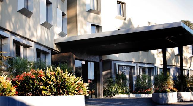 Golden Pebble Hotel - メルボルン - 建物