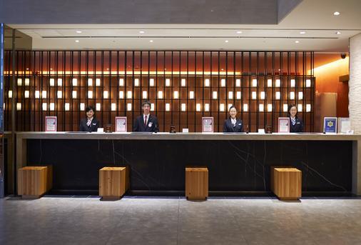ホテルサンルートプラザ新宿 - 東京 - フロントデスク