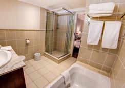 Courtyard Sandton - ヨハネスブルグ - 浴室
