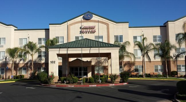 Comfort Suites Fresno River Park - フレズノ - 建物