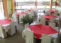 ニルケサ ヴィラ エコ ホテル - Anuradhapura - レストラン