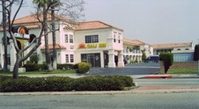 Cali-inn - Carson - 建物