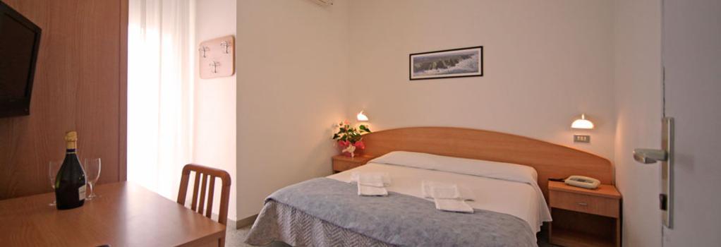 Oxford Hotel - リミニ - 寝室
