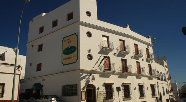 Hotel Restaurante Blanco y Verde - Conil de la Frontera - 建物