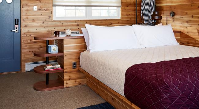 Sound View Inn - グリーンポート - 寝室