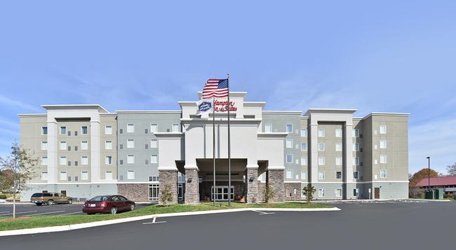 Hampton Inn & Suites Greensboro/Coliseum Area - グリーンズボロ - 建物
