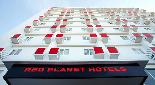 Red Planet Solo - Surakarta City - 建物