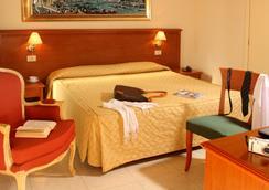 ホテル デッレ ヴィットリエ - ローマ - 寝室