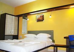 Hotel Grand Bee - バンガロール - 寝室