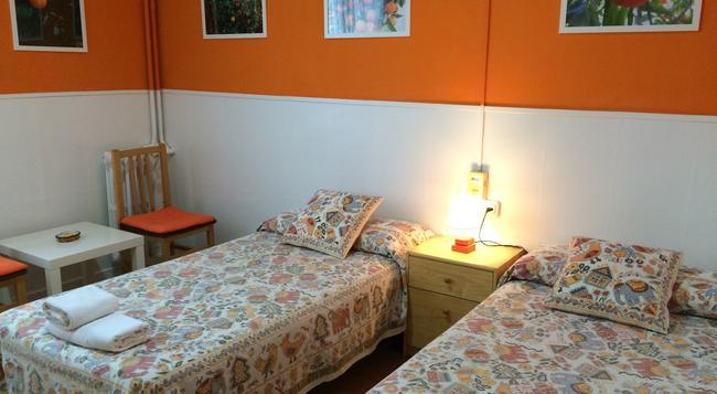 オスタル バルス - バルセロナ - 寝室