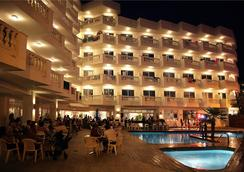 ホテル ベルナット II - カレーリャ - プール