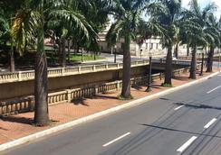 Aurora Hotel - Ribeirão Preto - 屋外の景色