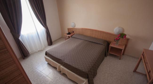 リナ ホテル - アルゲーロ - 寝室