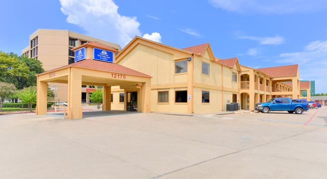 Americas Best Value Inn & Suites-Houston/NW Brookhollow - ヒューストン - 建物