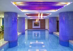 アイコン ホテル ティモッグ - マニラ - プール