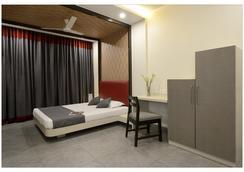 Hotel Rajmahal - プネ - 寝室