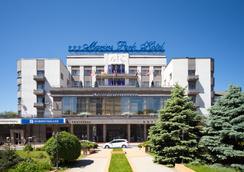 マリーンズ パーク ホテル - Rostov on Don - 屋外の景色