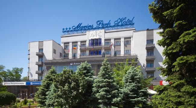 マリーンズ パーク ホテル - Rostov on Don - 建物