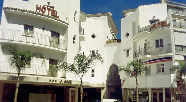 Hotel Kristal - トレモリノス - 建物