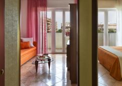 スイート ホテル パリオーリ - リミニ - 寝室