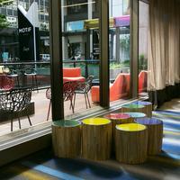 レッド ライオン オン フィフス アベニュー Hotel Lobby and Porch