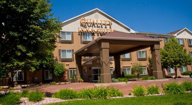 Quality Inn & Suites University - フォート・コリンズ - 建物