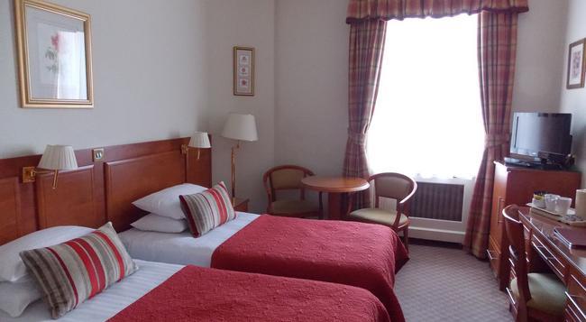 セント ジョージ ホテル - ロンドン - 寝室