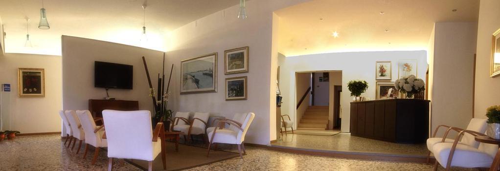 Hotel Colonna - イェーゾロ - ロビー
