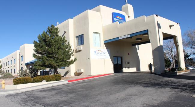 Baymont Inn & Suites Santa Fe - サンタフェ - 建物