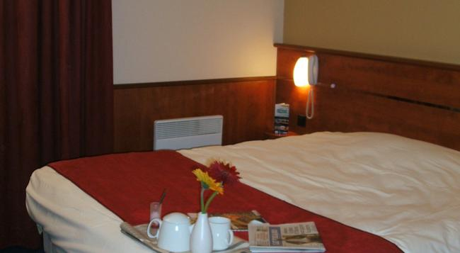 Brit Hotel Nantes Beaujoire - L'Amandine - ナント - 寝室