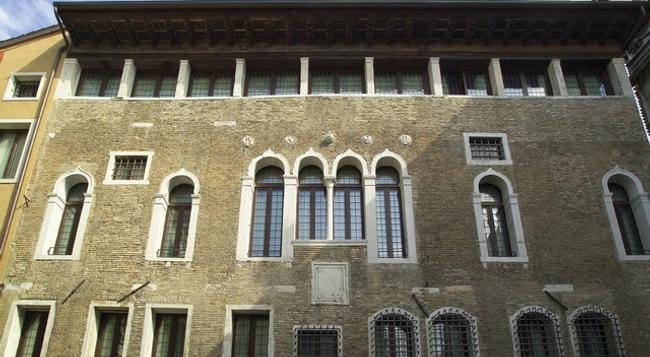 パラツォ サルヴァデーゴ - ヴェネチア - 建物